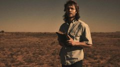 """Taylor Kitsch é o líder de um culto violento no trailer da minissérie """"Waco"""""""