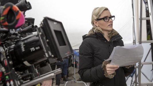 """Elizabeth Banks será realizadora e protagonista em """"A Mulher Invisível"""""""