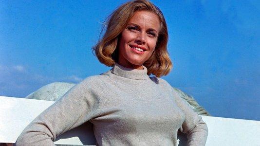 """Morreu Honor Blackman - atriz que interpretou Pussy Galore em """"007: Goldfinger"""""""