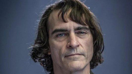 """Joaquin Phoenix a caminho de novo filme com o realizador de """"Midsommar"""""""