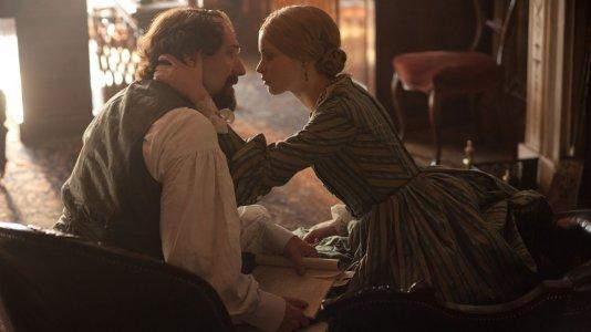 """""""The Invisible Woman"""": Mr. Charles Dickens tem um caso com uma mulher mais nova"""