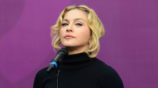 """Madonna apanhada a usar telemóvel em ante-estreia de """"12 Years a Slave"""""""