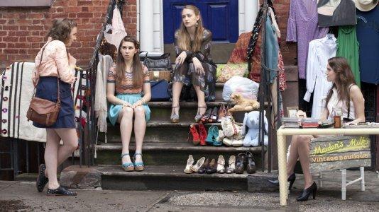 """Trailer da terceira temporada de """"Girls"""": a amizade, a vida e a cabeça presa numa cadeira"""