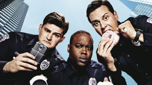 """Três tipos numa ambulância: é o primeiro trailer da série """"Sirens"""""""