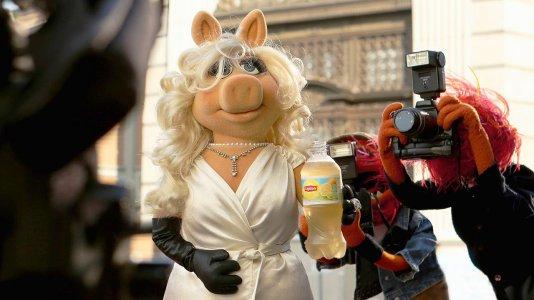 Cocas e Miss Piggy dizem que o mundo tem uma enorme falta de chá