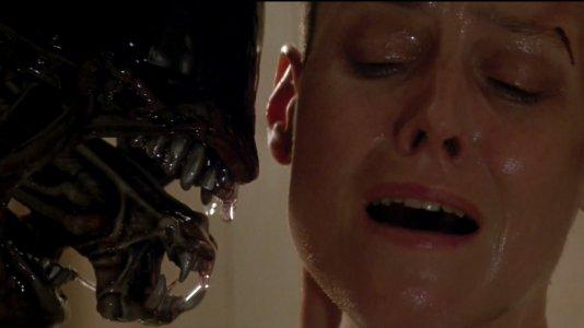 """Neil Blomkamp confirma desenvolvimento de """"Alien"""" e quer Sigourney Weaver - guião ignora últimas sequelas"""
