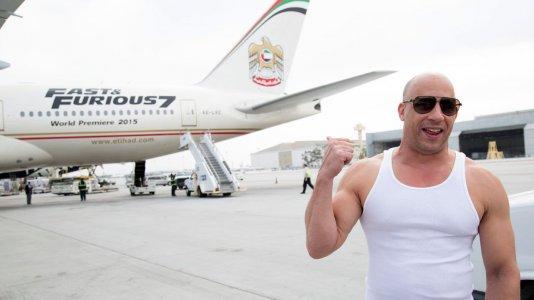 """Vin Diesel dá as boas vindas ao avião """"Velocidade Furiosa 7"""""""