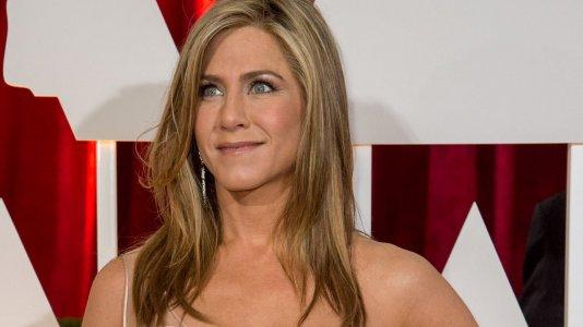 Jennifer Aniston não cancelou o casamento com Justin Theroux