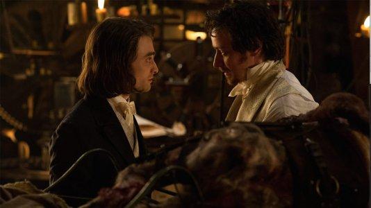 "James McAvoy e Daniel Radcliffe perseguidos por monstros e pela polícia no primeiro trailer de ""Victor Frankenstein"""