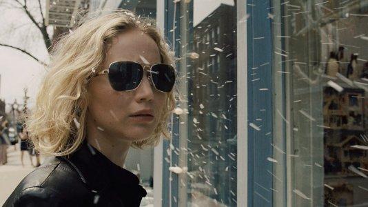 Jennifer Lawrence é a senhora que inventou a esfregona mágica