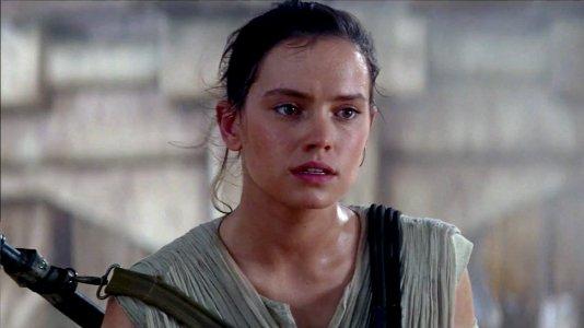 """Daisy Ridley confirma negociações para ser a nova Lara Croft de """"Tomb Raider"""""""