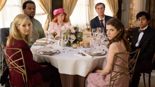 """Anna Kendrick vai a um casamento e fica na pior mesa: veja o trailer de """"Table 19"""""""