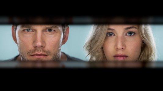 """Jennifer Lawrence e Chris Pratt acordam juntos numa nave espacial - primeiras imagens de """"Passageiros"""""""