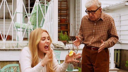 """Woody Allen na televisão com Miley Cyrus em """"Crisis In Six Scenes"""": veja o primeiro trailer"""