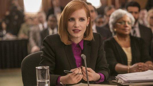"Jessica Chastain faz lóbi político no trailer de ""Miss Sloane"""