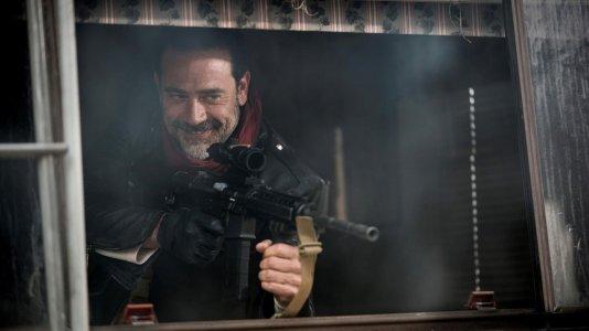 """Quem vai morrer às mãos de Negan? Sétima temporada de """"The Walking Dead"""" começa a 24 de outubro"""