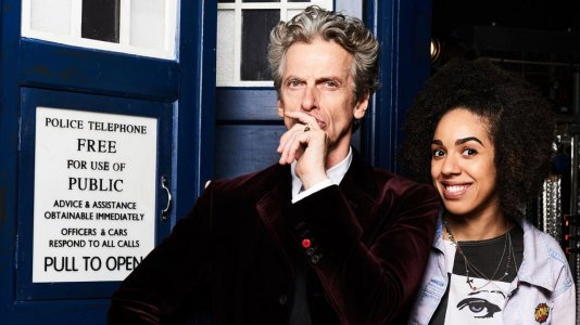 """Trailer da temporada 10 de """"Doctor Who"""" apresenta uma nova acompanhante"""