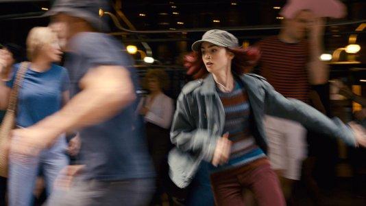 """""""Okja"""": primeiras imagens do filme original da Netflix com Lily Collins e Tilda Swinton"""