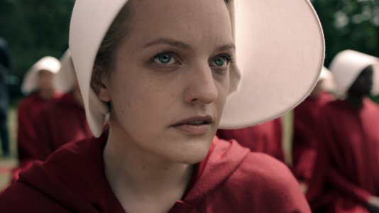 "Hulu apresenta o terrível futuro alternativo de ""The Handmaid's Tale"""