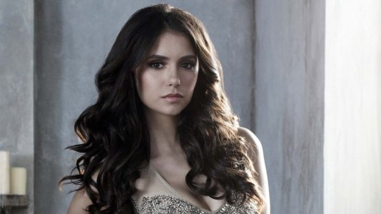 "Nina Dobrev regressa ao papel de Elena para o final de ""The Vampire Diaries"""
