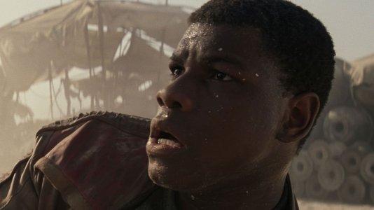"""John Boyega pega ao serviço em julho para as filmagens de """"Star Wars: Episode IX"""""""