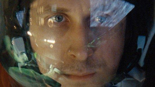 """Novo filme do realizador de """"La La Land"""" envia Ryan Gosling para a Lua"""